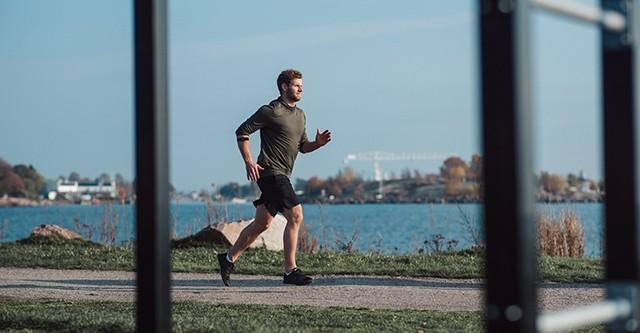 Läufer mit Polar Herzfrequenz-Sensor Verity Sense