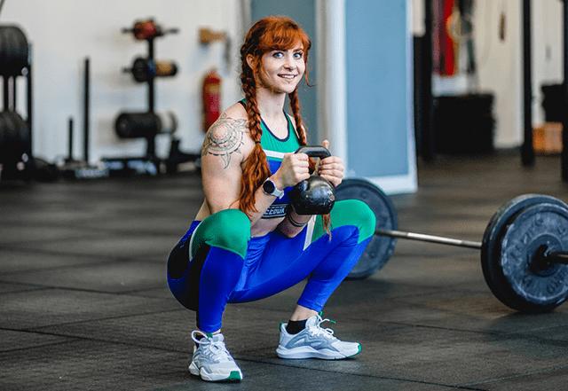 Paula Thomsen zeigt Kraftübung für Läufer