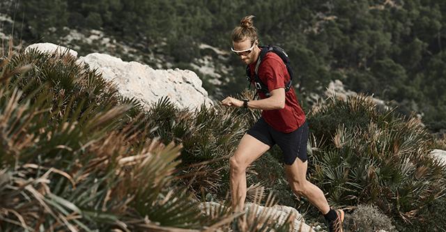 Trailrunner in bergigem Gelände