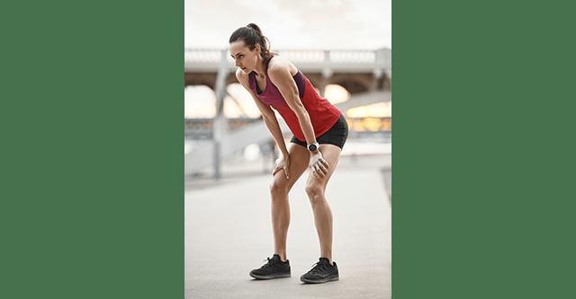 Sportlerin macht eine Pause