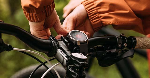 Polar Grit X Pro Outdoor-Uhr an MTB-/ Mountainbike-Lenker